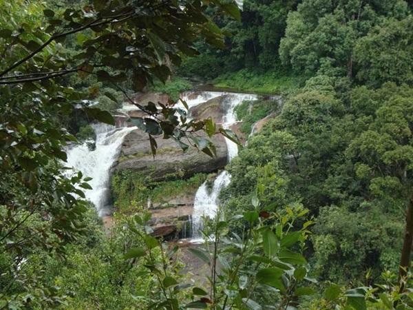 Nyamakad water falls Munnar mntravelog