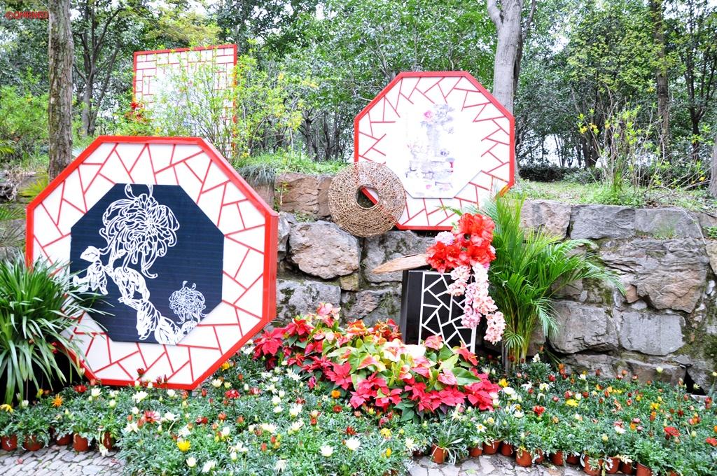 Painting on the path Tiger Hill Suzhou Jiangsu China mntravelog