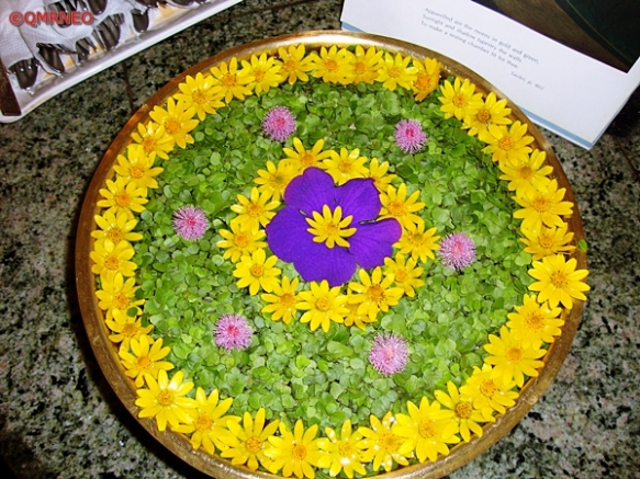 MN Travelog, Cafeteria flower decoration, Auroville, Puducherry, India