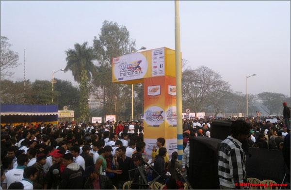Amity Kolkata Half marathon crowd mntravelog
