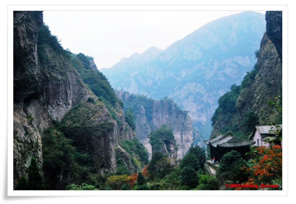 Beauty-top-of-YanDang-Mountain,-China,-MNTravelog