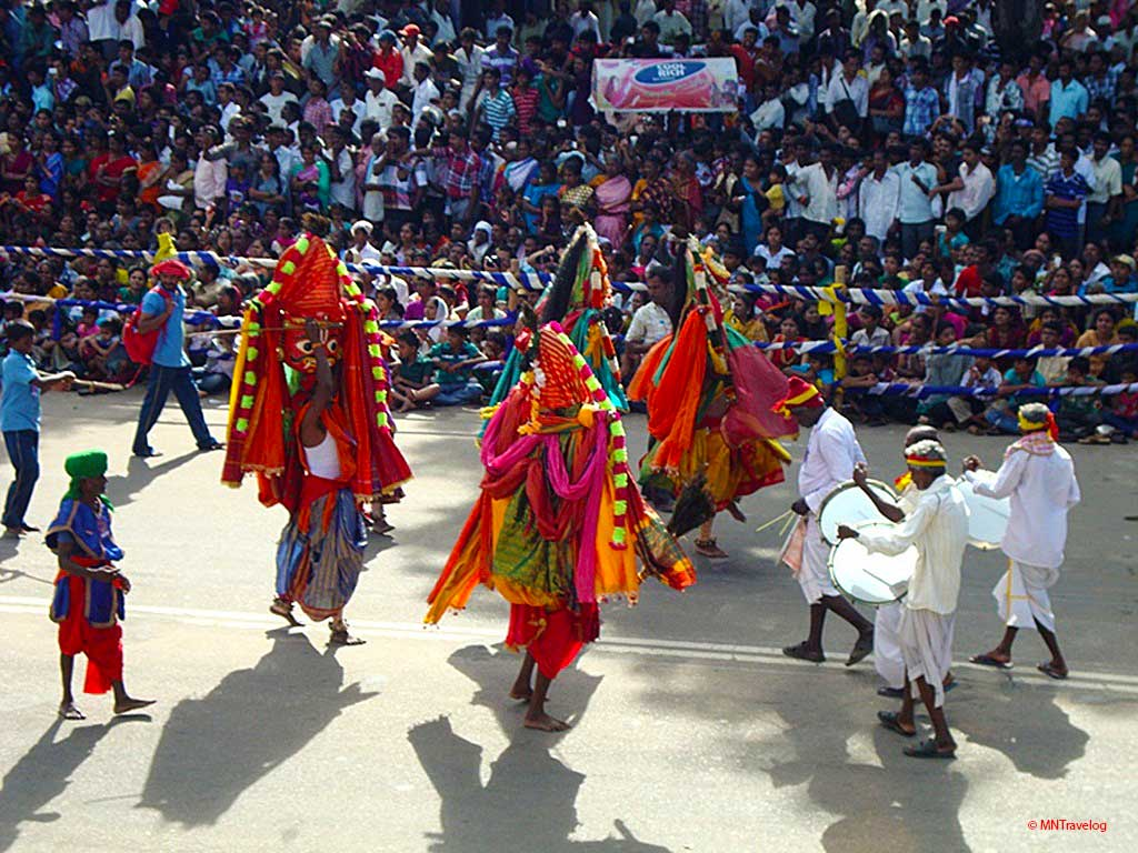 Cultural-events-during-the-procession-for-Mysore-Dasara-festival