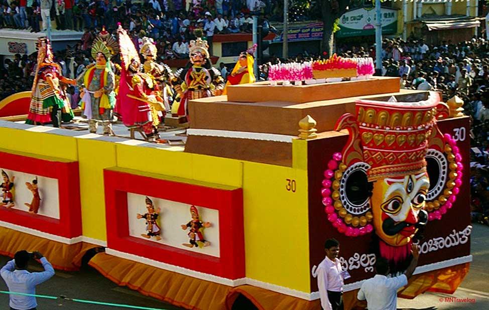 Cultural-exibition-during-the-Mysore-Dasara-procession