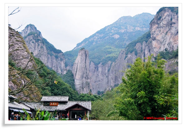 Da-Long-Pool-Entry,-Scissors-Peak,-China, MNTravelog