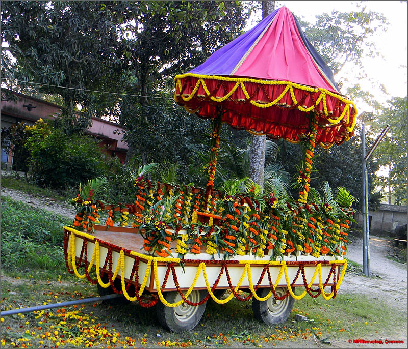 Evening-(Sandhya)-Arati-cart-Sri-Mayapur-mntravelog
