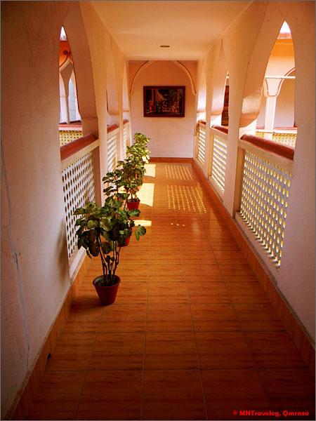 Gada-guest-house-corridor-mntravelog