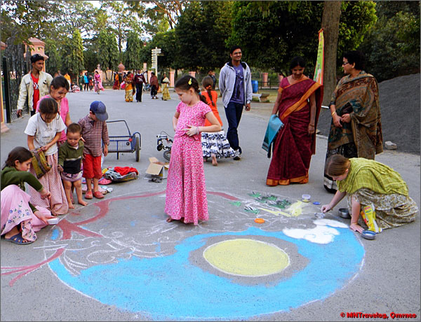 Kids-involved-in-rangoli-recoration-on-campus-road-Sri-Mayapur-mntravelog