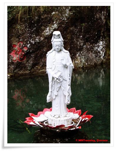 Lady-Budhha-in-Xiao-Long-Pool,-YanDang-Mountain,-China,-MNTravelog