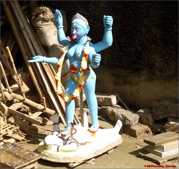 Navadvip-ghat-goddess-kali-sculpting-in-progress-mntravelog