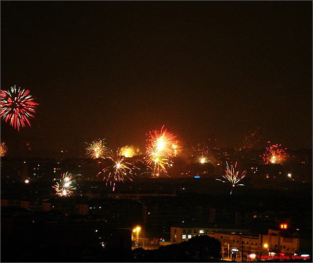 New-Year-eve-crackers-celebration-show-mntravelog