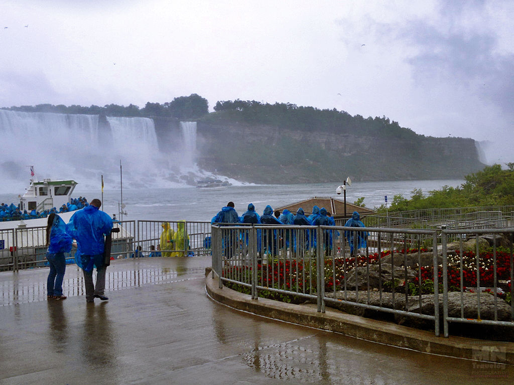 Niagara falls Maid of the Mist dpck area MNTravelog