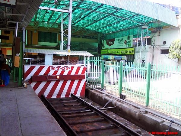 Sealdah Rajdhani Express First Class AC platform