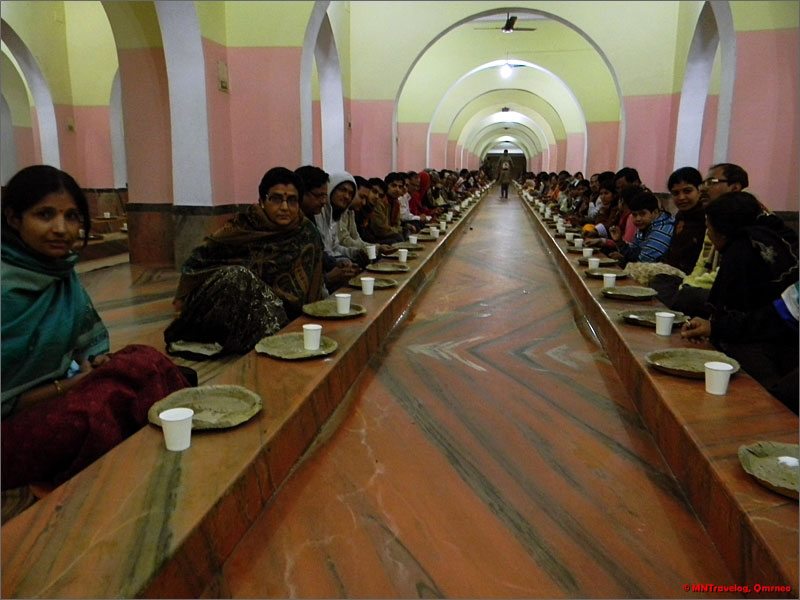 Shri-Mayapur-lunch-sitting-for-1000-people-mntravelog