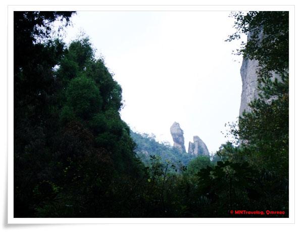 Sitting-Monk-Praying-to-his-Lord,-YanDang-Mountain,-China,-MNTravelog