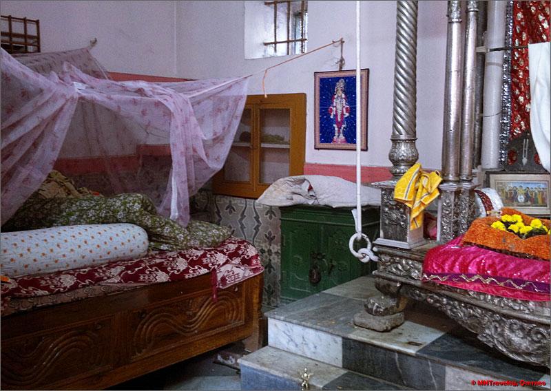 Sri-Chaitanya-Mahaprabhu-Mahaprabhu-Bari-room-mntravelog