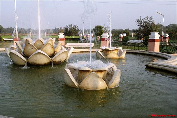 Sri-Mayapur-park-decoration-near-the-main-temple-mntravelog