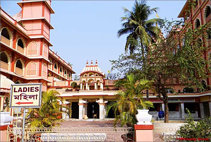 Sri-Sri-Radha-Madhava-temple-complex-Sri-Mayapur-mntravelog