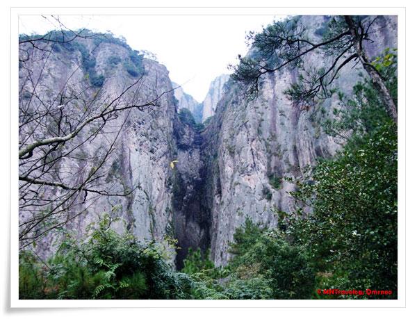 Three-Curve-Waterfall,-YanDang-Mountain,-China,-MNTravelog
