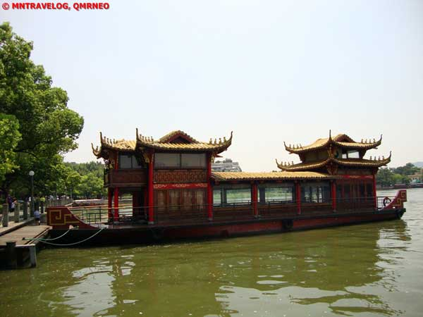 West lake cruise,Hangzhou, Zhejiang China MNTravelog